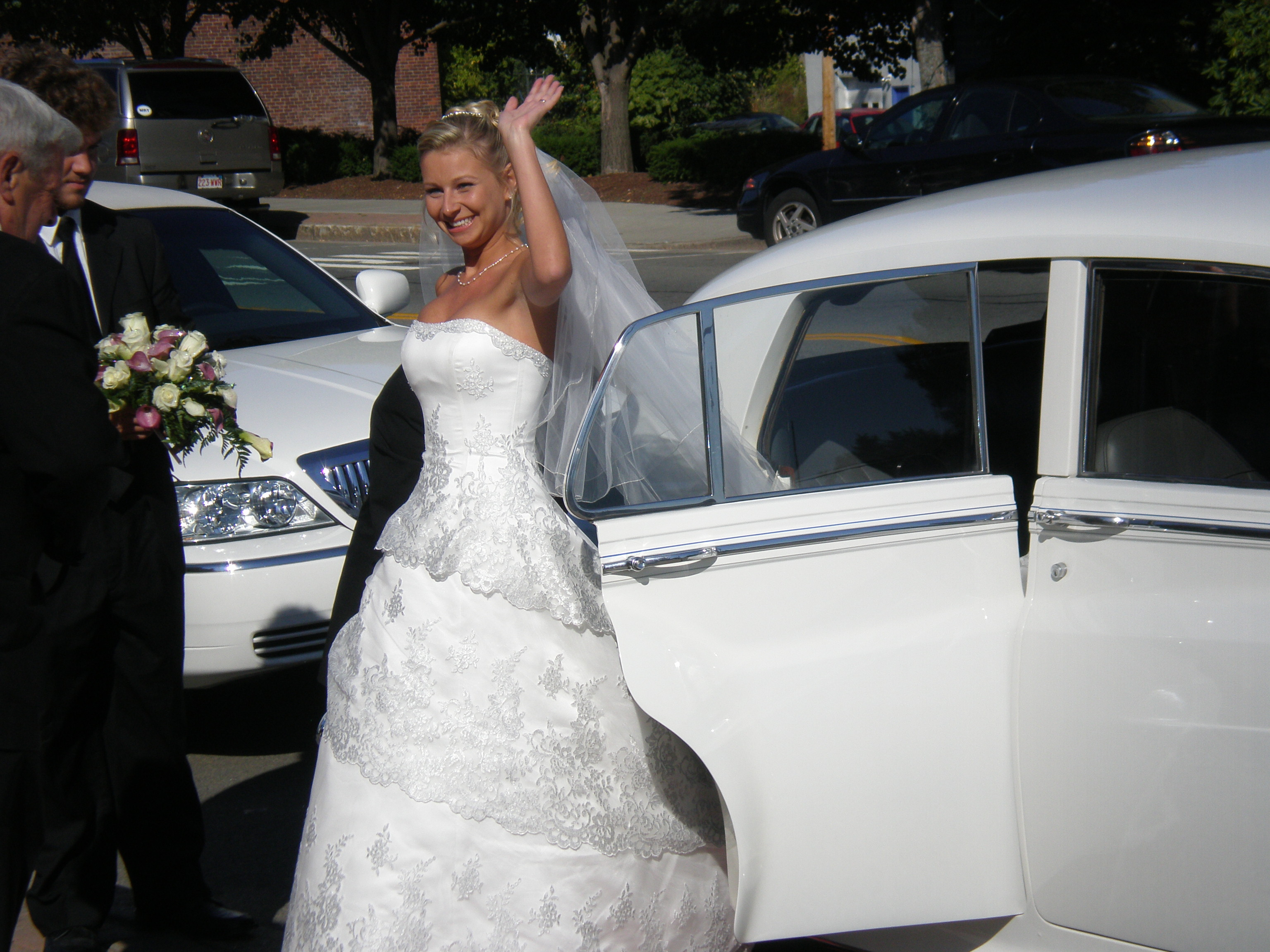 Beautiful Antique Cars for your wedding!